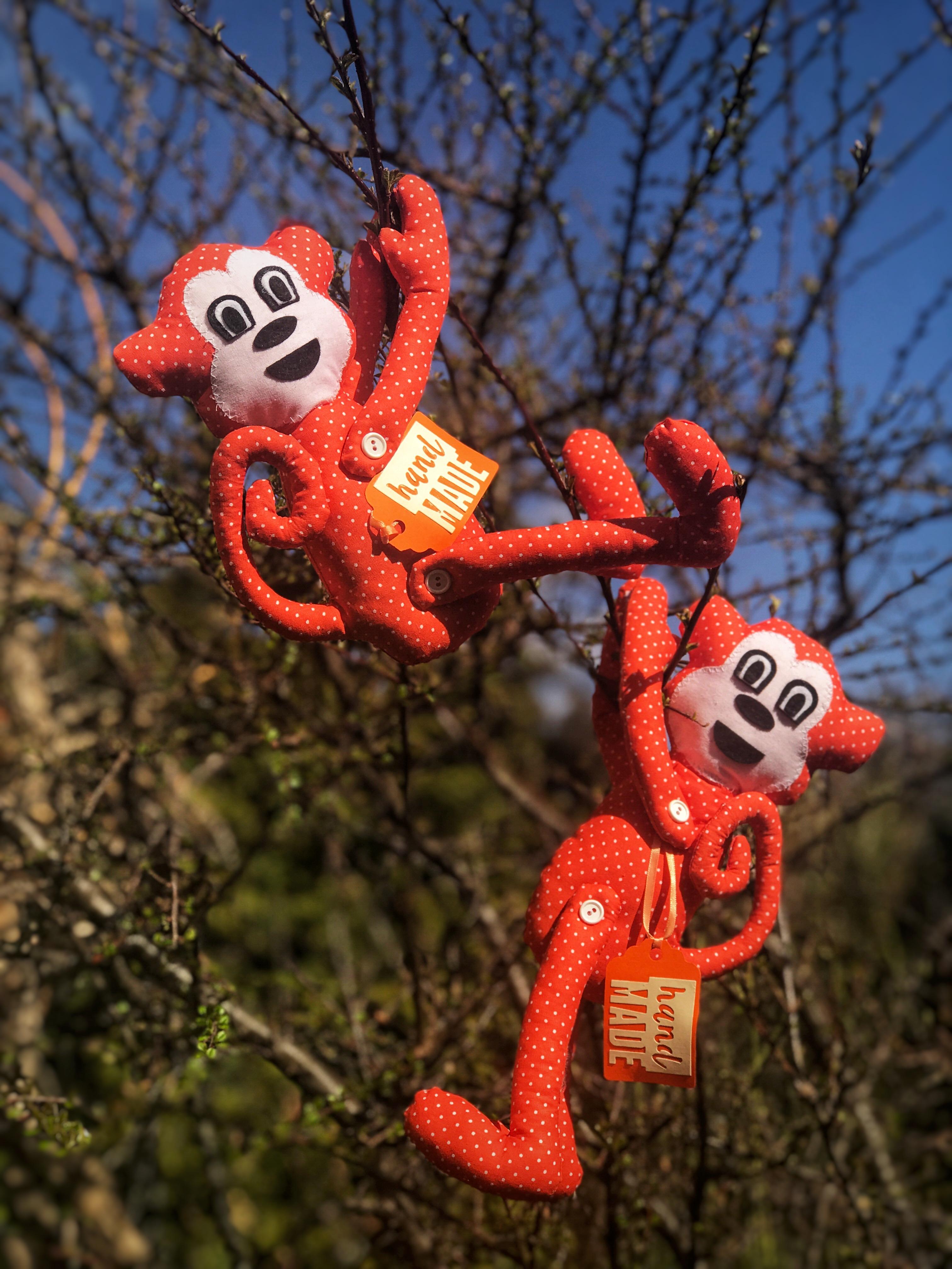 dekorativní spony na závěsy - opičky