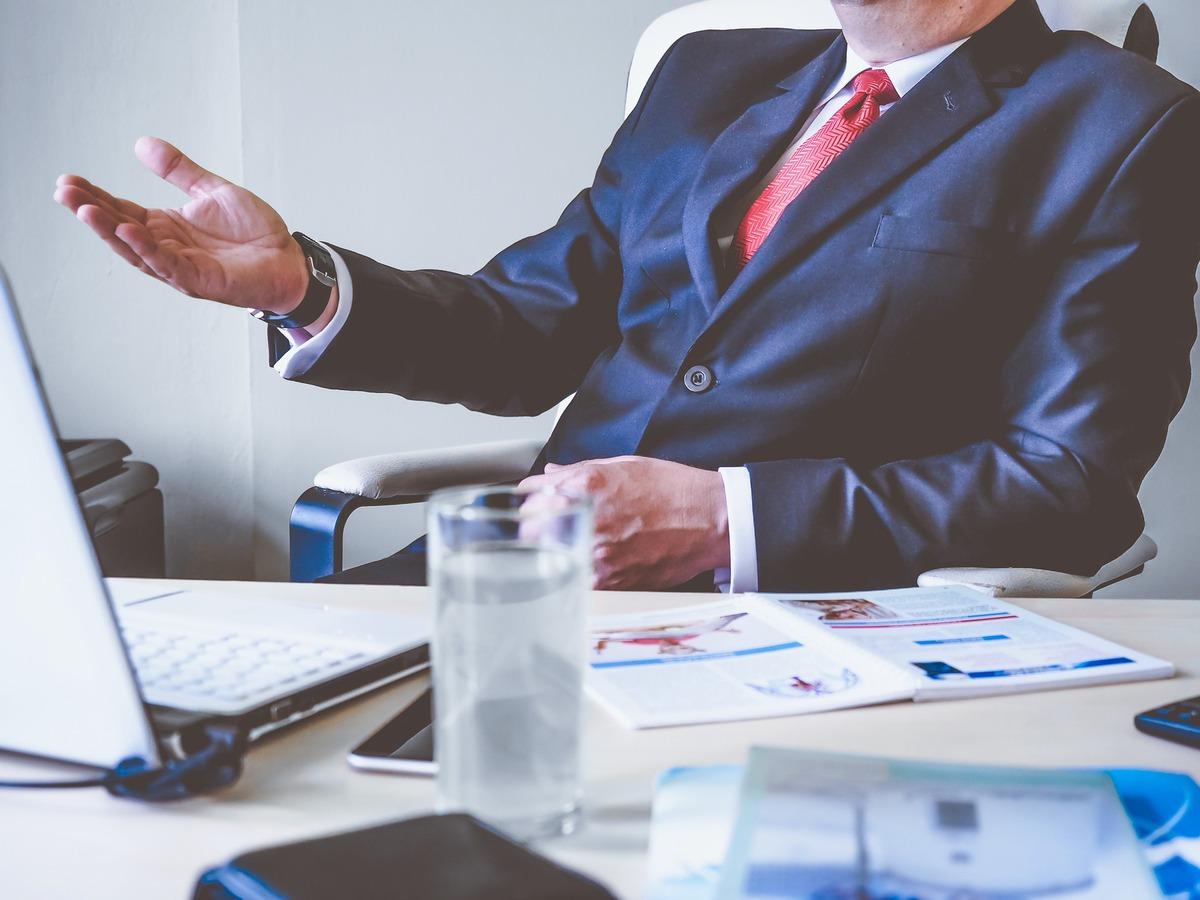Tipy jak vybrat správný dárek pro šéfa nebo šéfovou